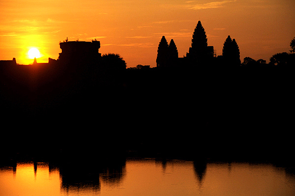 "<span class=""text2"">AngkorWat sunrise</span>"